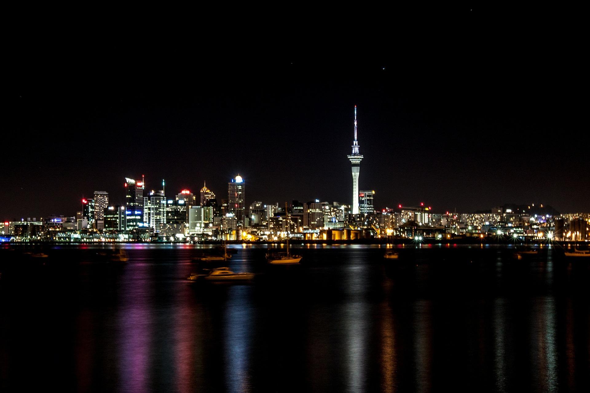 Skyline-nocturno-de-Auckland-FSL